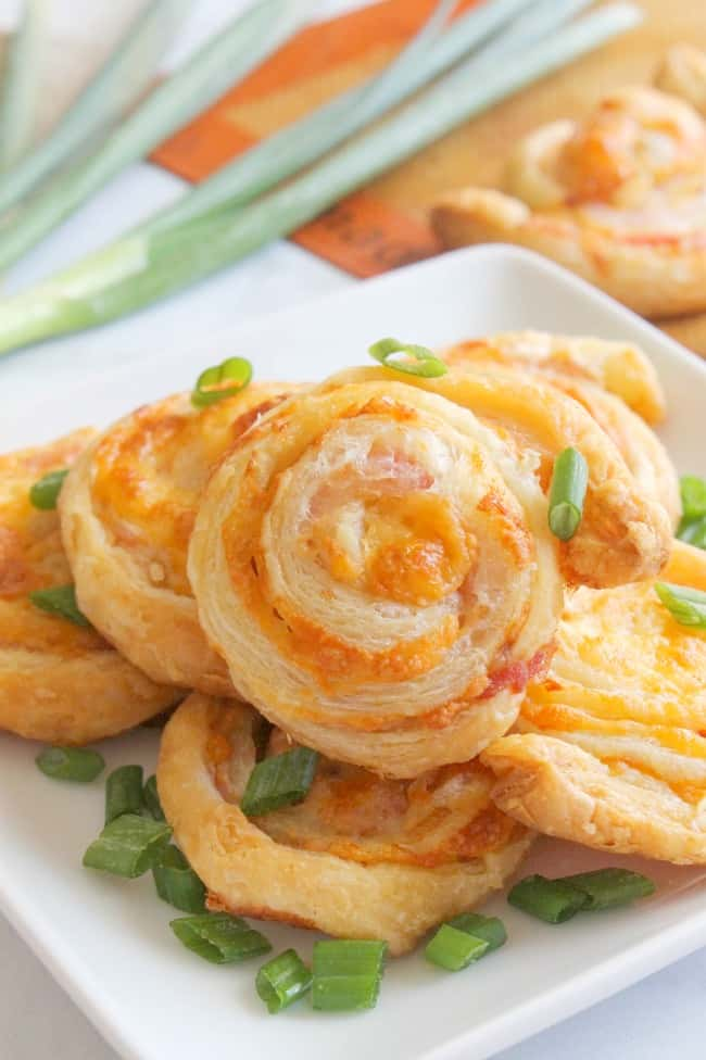 Bacon Cheddar Pinwheels | The Bitter Side of Sweet #puffpastry #bacon #appetizer